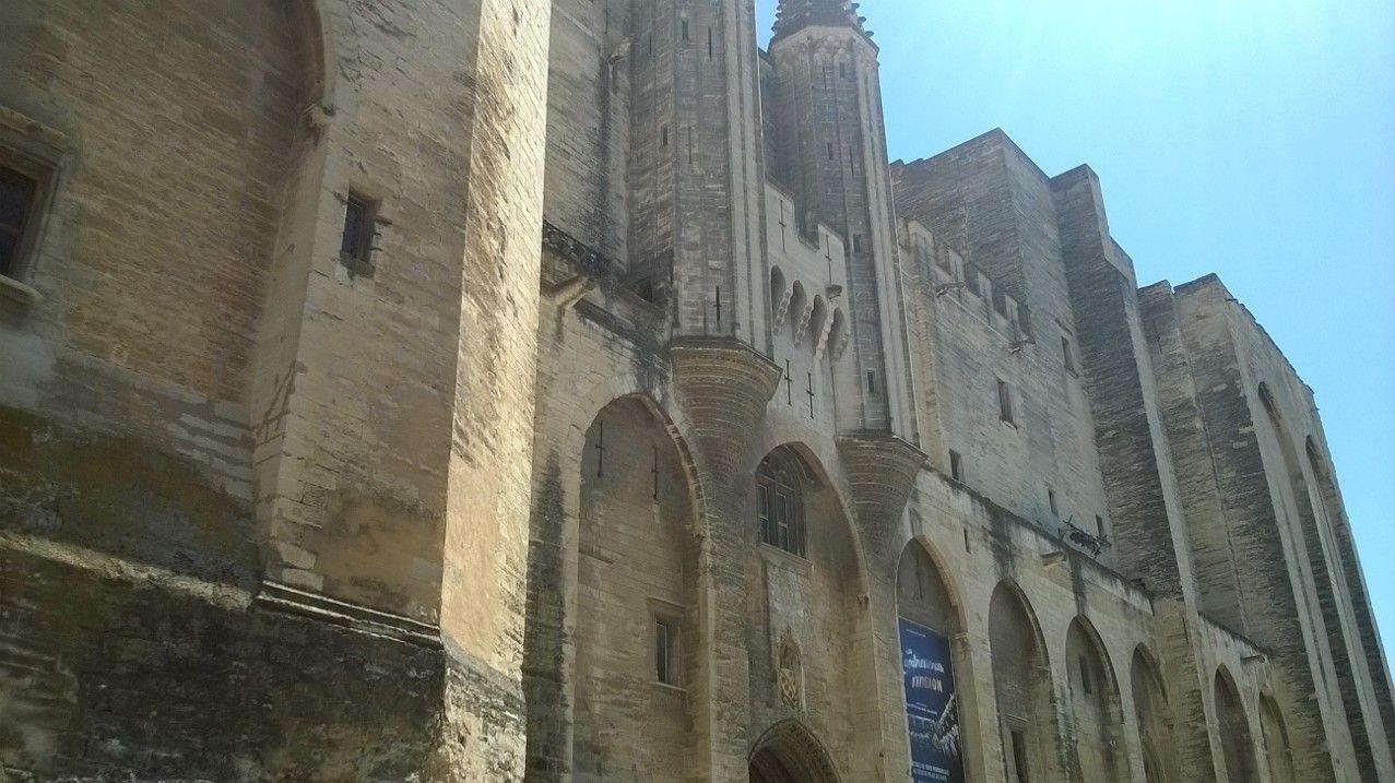 ヨーロッパ最大のゴシック式宮殿はここアヴィニョンに存在!教皇宮殿で歴史に触れよう!