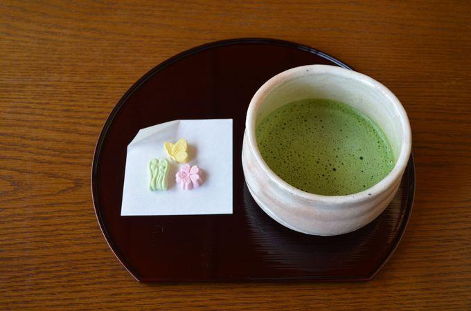 日本建築で抹茶を一服
