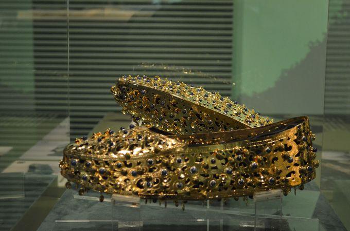 金色(金銅製)の飾り履も出土!