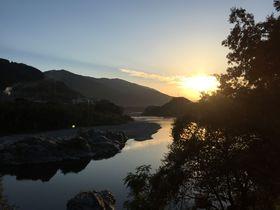 四季折々の壮大な自然を堪能。名勝吉野川「美濃田の渕 遊覧船」|徳島県|トラベルjp<たびねす>