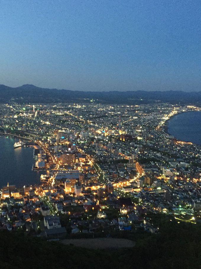 「函館山」からの夜景はまるで、海の上に散りばめられた数多の宝石です!
