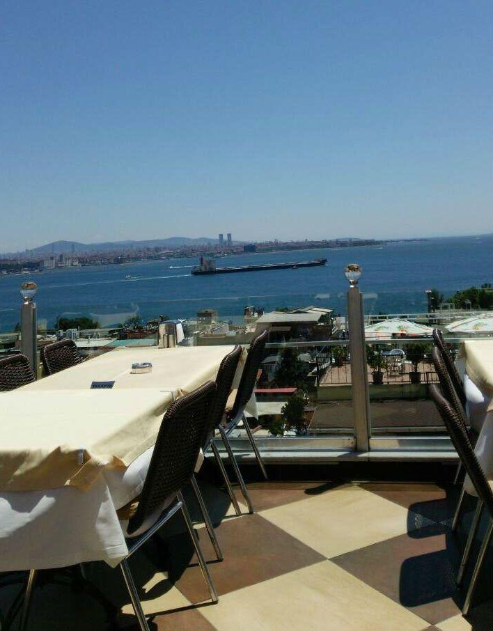 世界遺産丸かぶり、海と世界遺産に面した絶景カフェです!