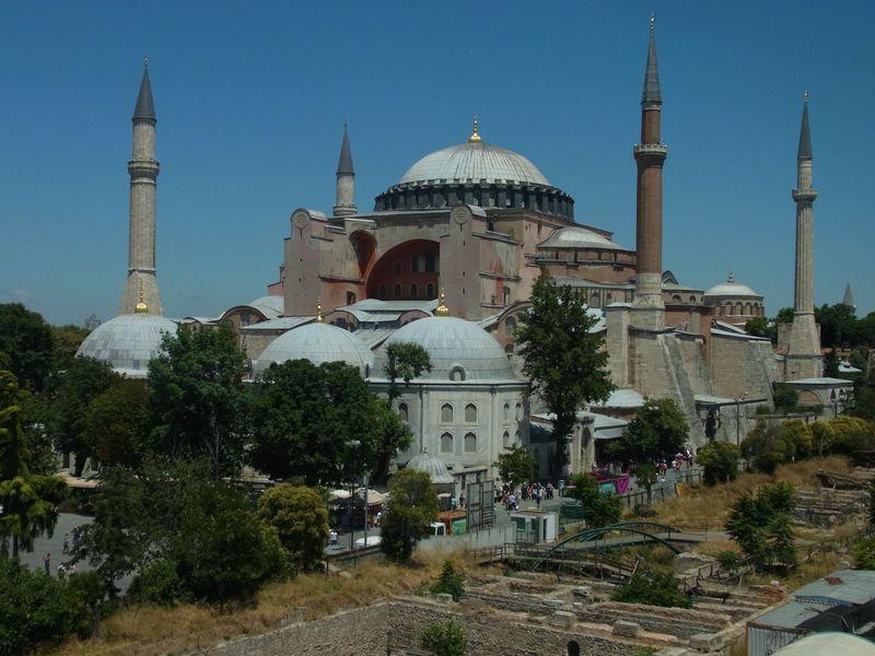 イスタンブールの世界遺産を丸ごと楽しめる!老舗ホテルの絶景カフェで極上のひと休み!!