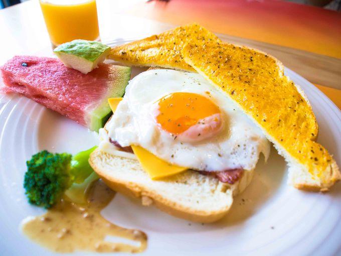 半ブッフェ形式の朝食にはレトロなおやつも!