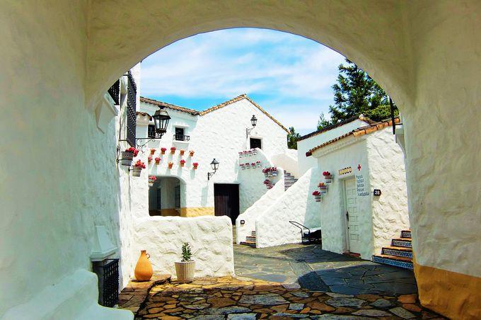 美しい街並みは、南欧で小さな村の路地裏に迷い込んだかのよう