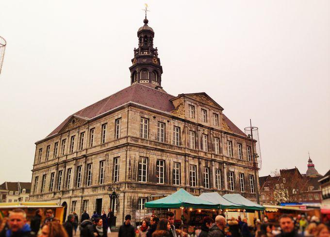 中世からの歴史を刻む市庁舎