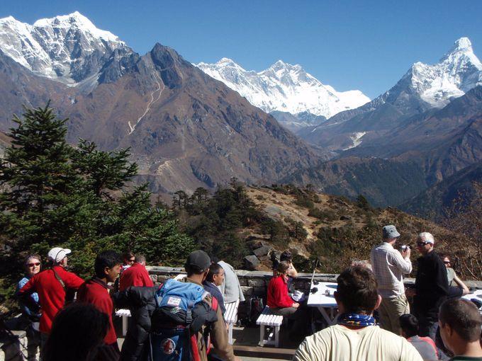 世界で一番の山を眺めながらティータイム
