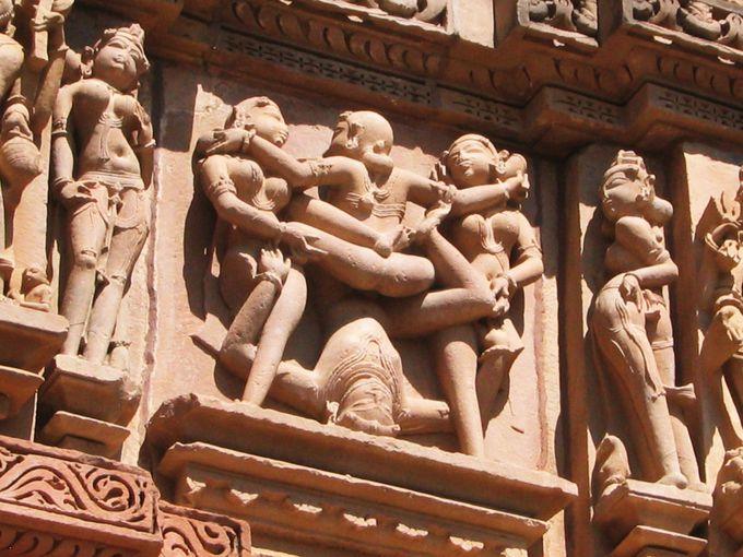 カジュラーホの象徴「ミトゥナ像」