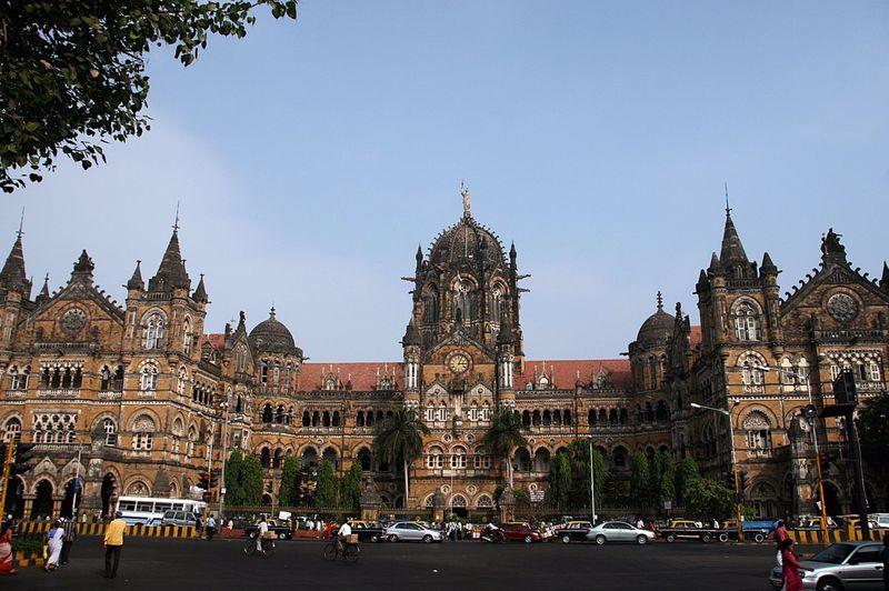 ここはヨーロッパ?古き大英帝国の建物が残る街・インド「ムンバイ」