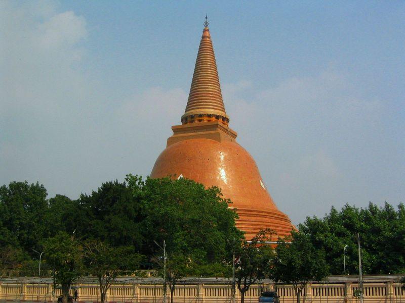 世界一高い仏塔を見よう!タイ・ナコーンパトムへローカル線の旅