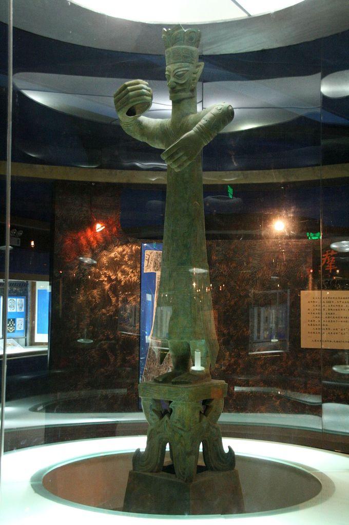 世界最大の青銅製人物像「青銅立人像」