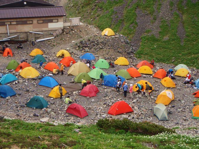 宿泊は山小屋でもテントでもOK!