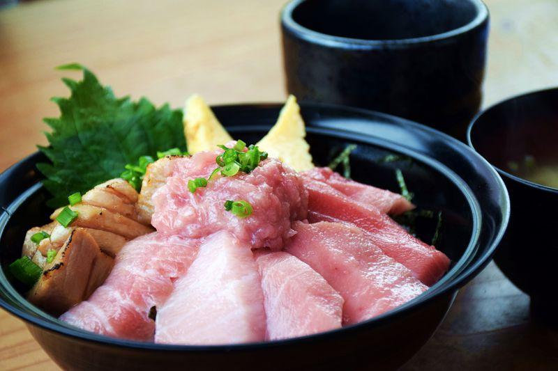 人生最高のランチを!静岡駅前の極上マグロ丼「清水港みなみ」