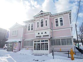 函館市形成指定建築物「大正湯」は世にも珍しい洋風の銭湯|北海道|トラベルjp<たびねす>