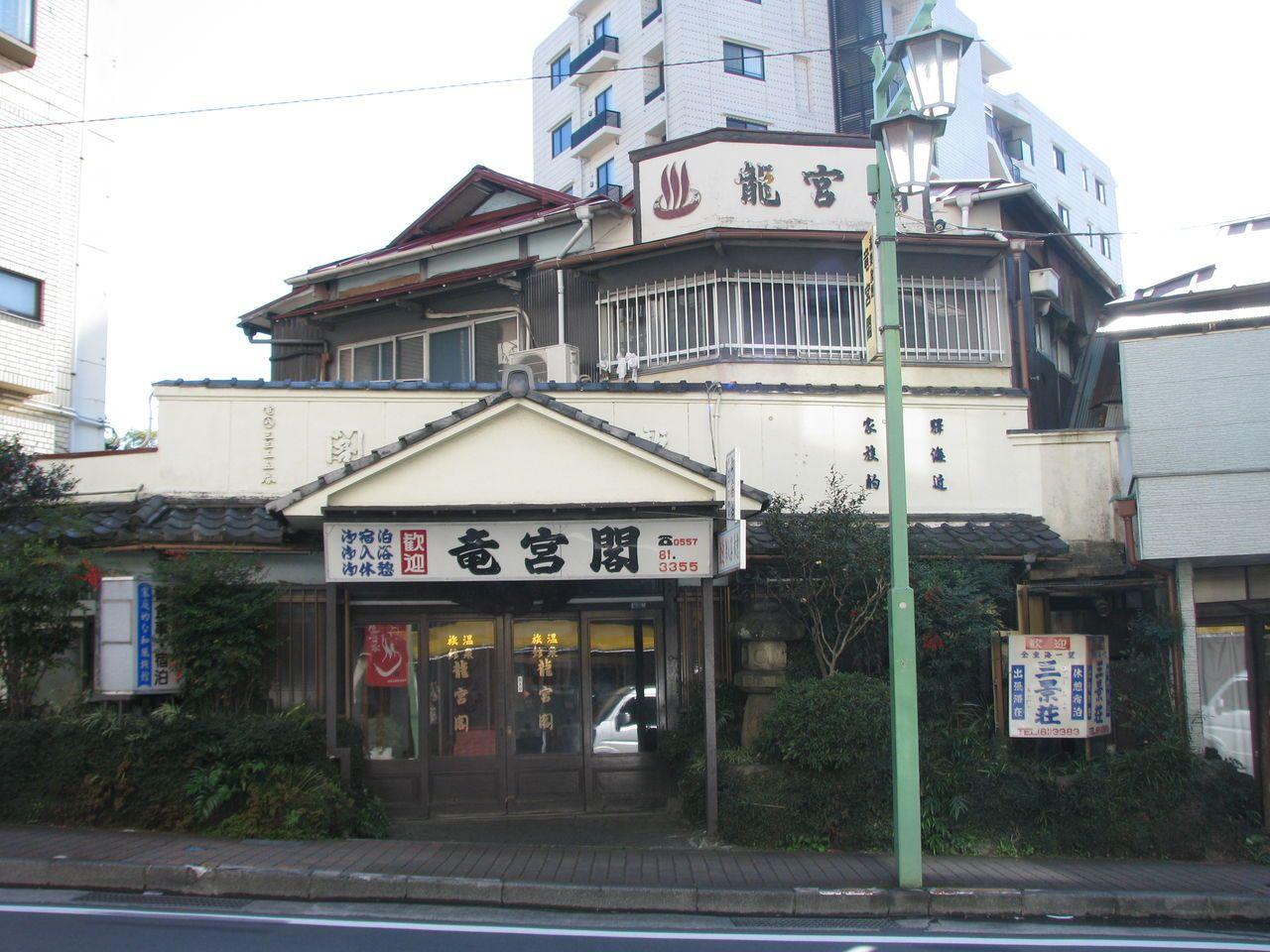 昭和にタイムスリップ。竜宮閣は穴場の温泉旅館。