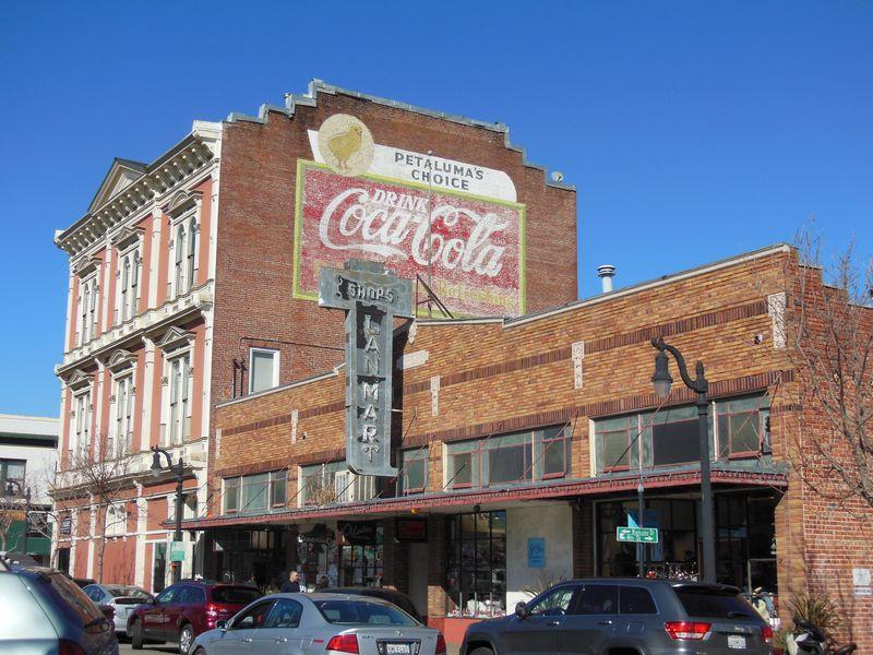 あの映画のロケ地も!古き良きアメリカの町「ペタルマ」でオールディーズの世界を堪能