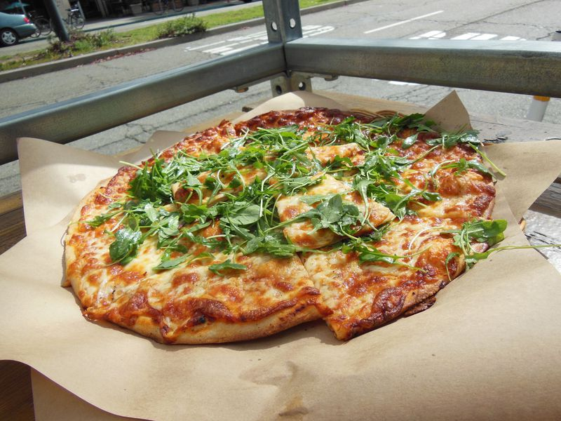 並んでも食べたい絶品ベジタリアン・ピザ!米CA.バークレー・チーズボード・ピッツェリア