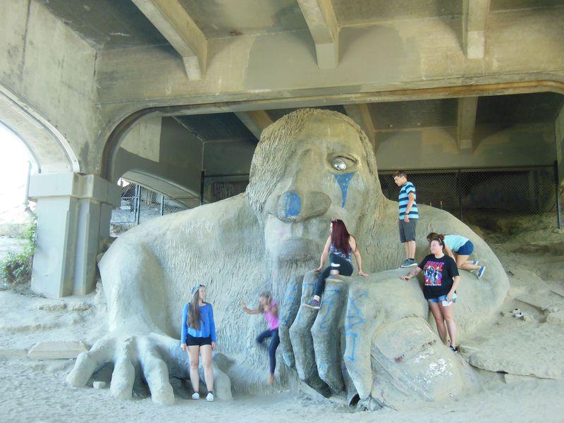 橋の下には妖怪が!?シアトルの街角アートを無料で楽しむ