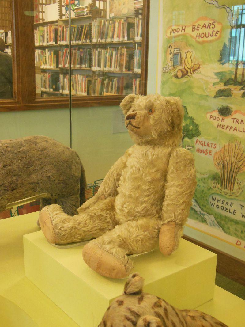 本物のプーさんに会える!ニューヨーク公立図書館のレトロなぬいぐるみ