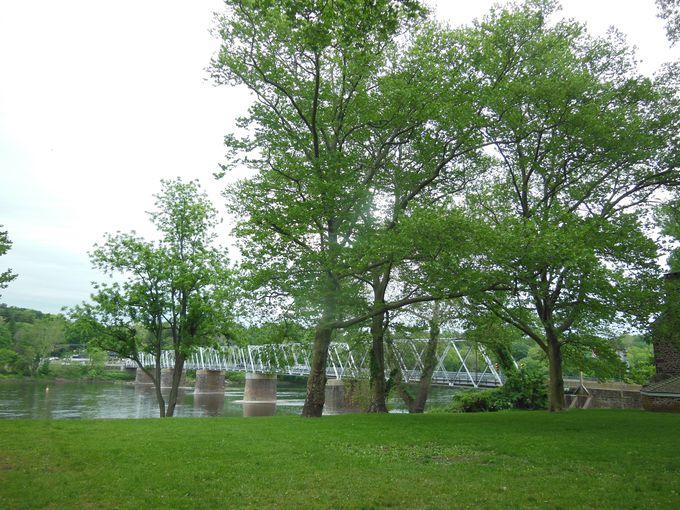 舞台になった川はここ!州境のデラウェア川