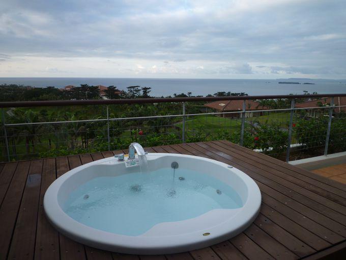 お部屋のテラスにあるジャグジーで 夕暮れを待ちながらの入浴