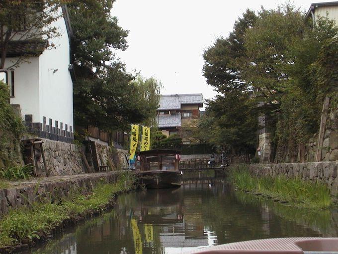 商人によって作られた近江八幡の街並みを、船にゆられてゆっくり眺めてみます