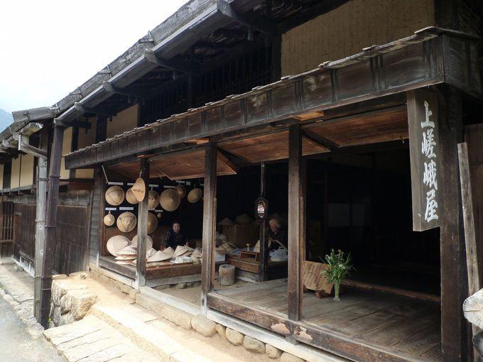有形文化財「上嵯峨屋」で「ひのき笠」の実演