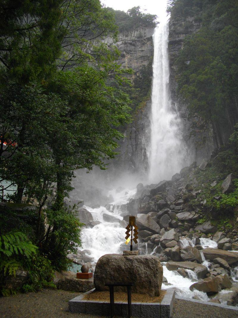 熊野古道以外も魅力たっぷりの「南紀熊野」日本三大名瀑「那智滝」からマイナスイオンがふりそそぐ!