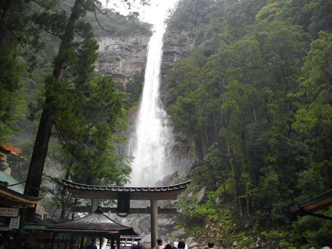 これが日本三名瀑「那智滝」!たっぷりのマイナスイオンのシャワー!