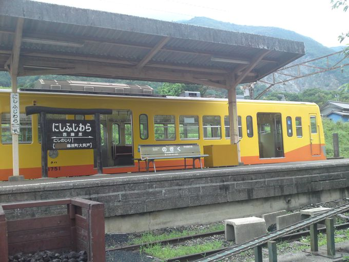 三岐鉄道三岐線終着駅「西藤原駅」は、旅情をかきたてるローカル色たっぷりの駅