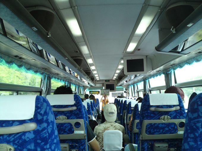 無料のバスツアーで、発電所の施設を見学しよう!