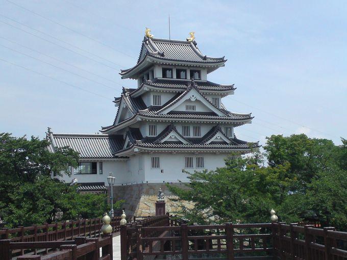豊臣秀吉についての豊富な資料が展示されている「墨俣一夜城」