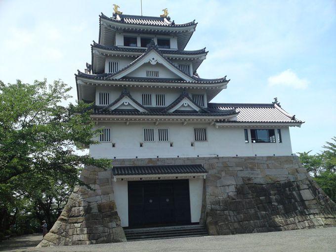 模造天守ながら金鯱まで輝く立派な「墨俣一夜城」