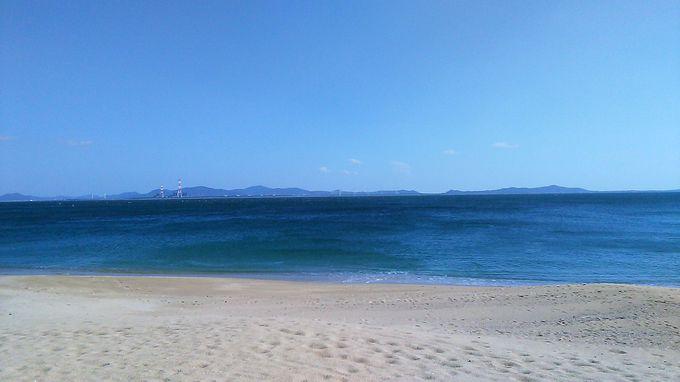 自慢の海水浴場「サンサンビーチ」は白砂のきれいな浜
