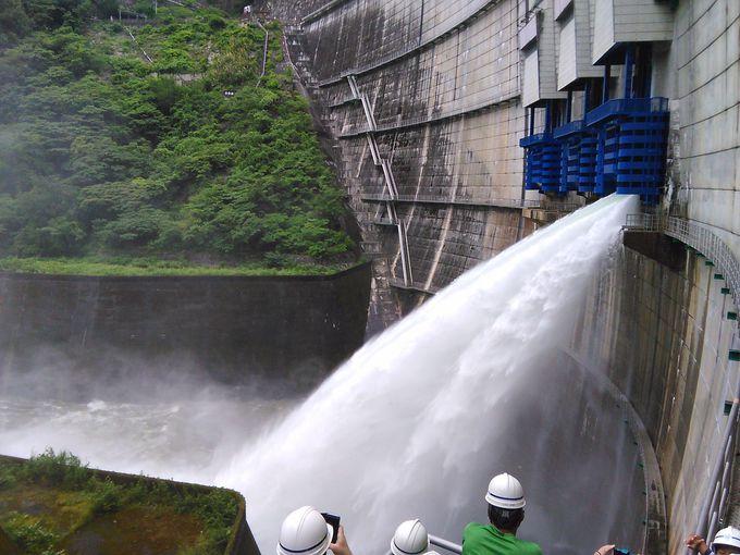 イベント時にはダムの歩廊から間近に放水シーンを見ることができます!