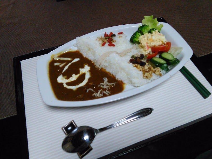 ひそかな人気の「ダムカレー」を食べに、岐阜県・丸山ダムを訪れる