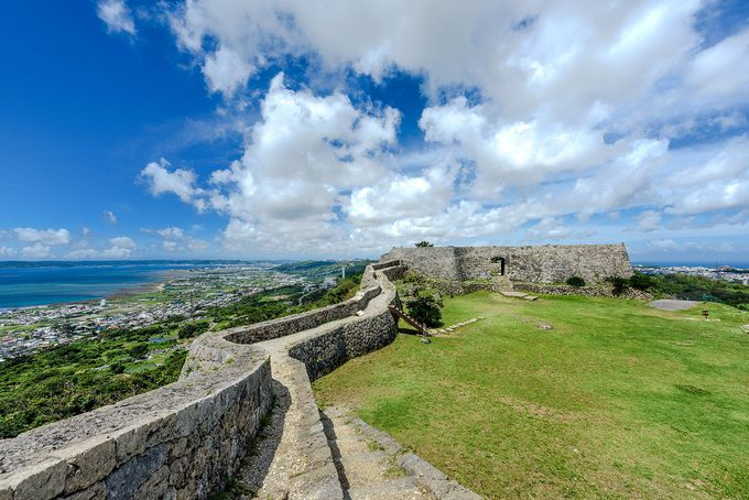 二の郭の城壁から太平洋と東シナ海を見晴らす!