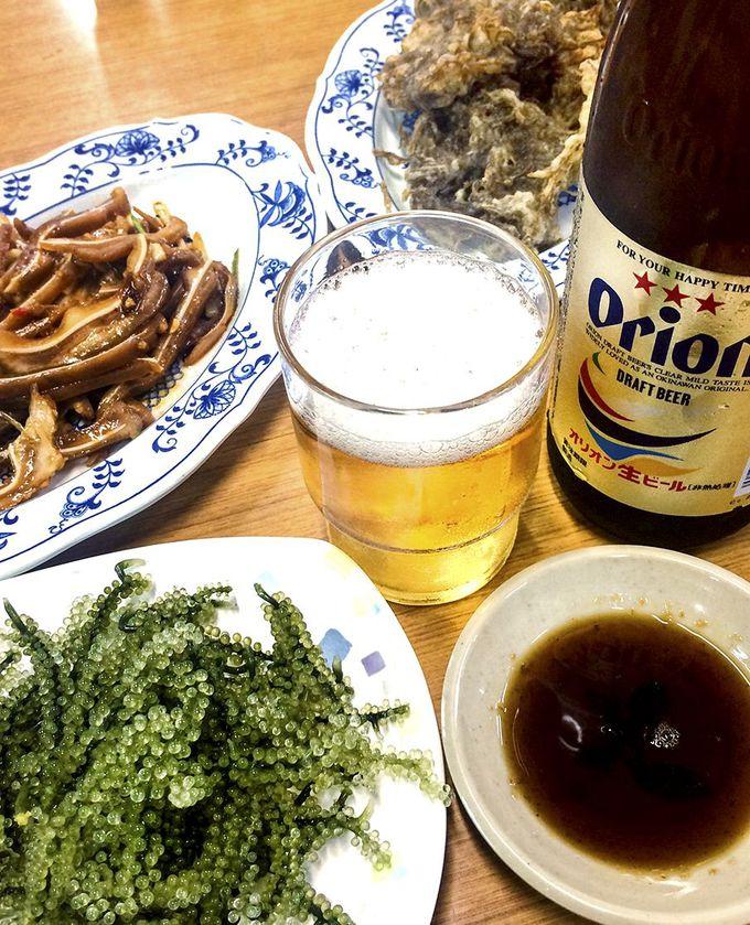 城歩きのあとは沖縄料理と地元のビールを!
