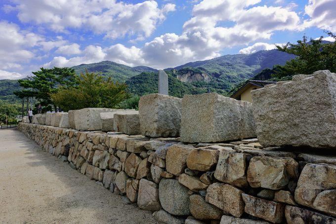 積み残された石を集めた小海「大坂城残石記念公園」