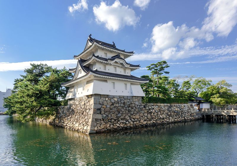 名城「玉藻城」と「晴れの日の讃岐うどん」を味わう高松の旅