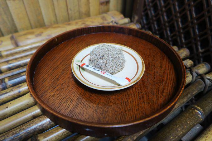 「宿院」にある千利休も好んだ伝統の芥子餅「本家小島」
