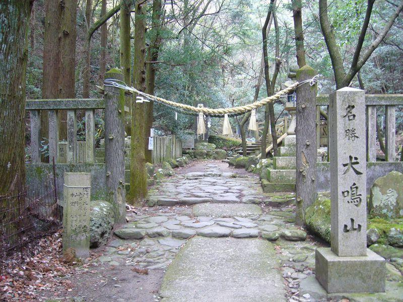 大阪の喧騒から静寂の聖域「犬鳴山」へ!渓谷美と神秘に触れる旅