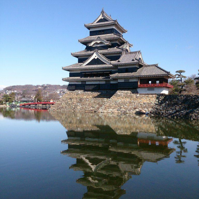 北アルプスを背にする松本城の雄姿も!湧水の城下町を歩く