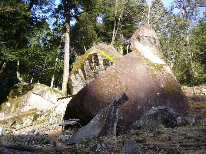 太古の知恵に驚く不思議な石「岩屋岩陰遺跡巨石群」