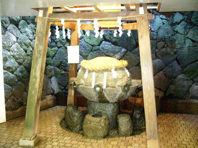 三輪山から湧き出る水はくすり水「狭井神社」