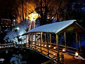 信州「鹿教湯温泉氷灯ろう夢祈願」は、氷と炎と人の温もり|長野県|トラベルjp<たびねす>