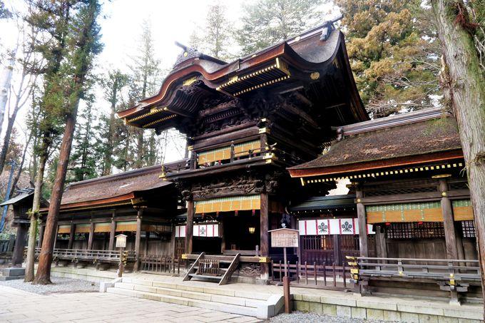 諏訪大社「下社春宮」は獅子、鶏、竹、籠などの彫刻が見事