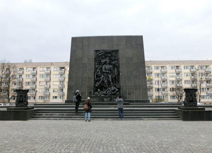 トランプが行かなかったワルシャワゲットー蜂起記念碑