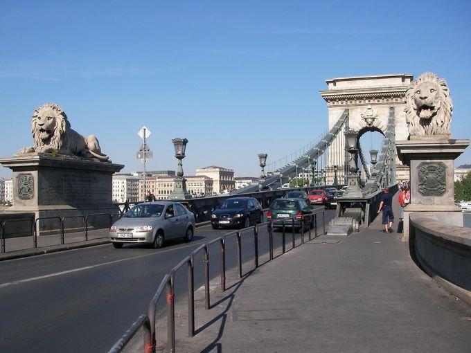 街で最も古い橋であるセーチェーニ鎖橋