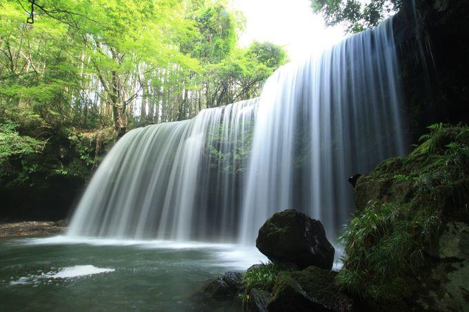 小国町が誇る水のカーテン